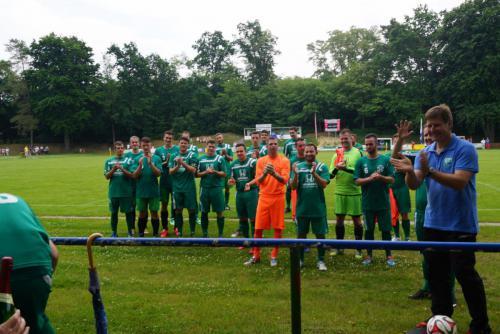2015 13. Juni 1. Männer bedankt sich bei Nordkurve nach Aufstieg in die Landesklasse