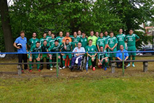 2015 13. Juni 1. Männer bedankt sich bei Nordkurve nach Aufstieg in die Landesklasse1