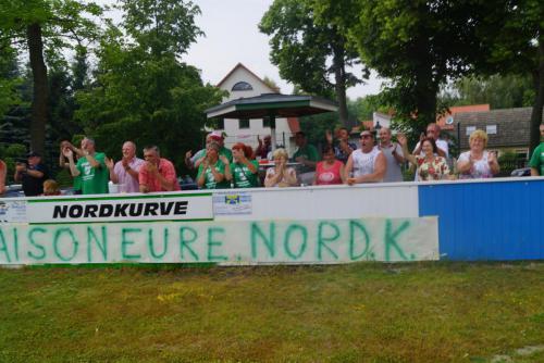 2015 13. Juni 1. Männer steigen in die Landesklasse auf - Nordkurve mit Plakat4